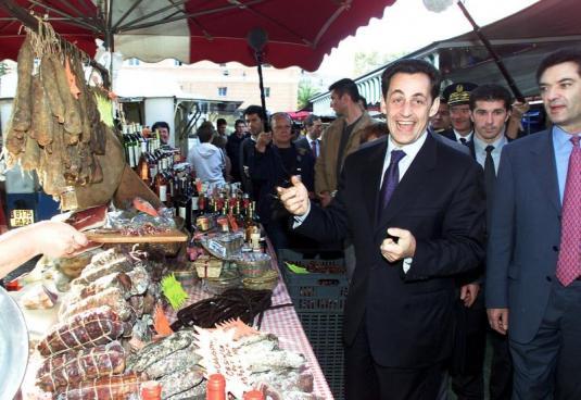 Sarkozy au marché d'Ajaccio via archives-lepost.huffingtonpost.fr
