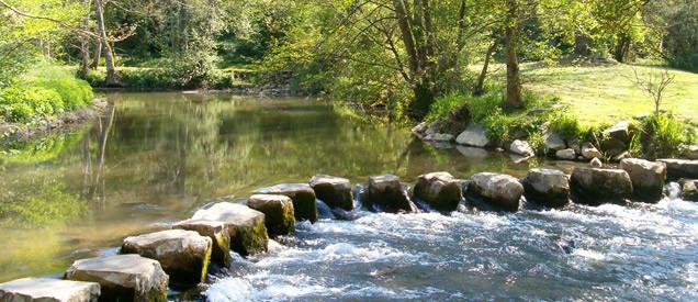Passage-a-gue-sur-la-riviere-l-Erve via mayenne-tourisme.com